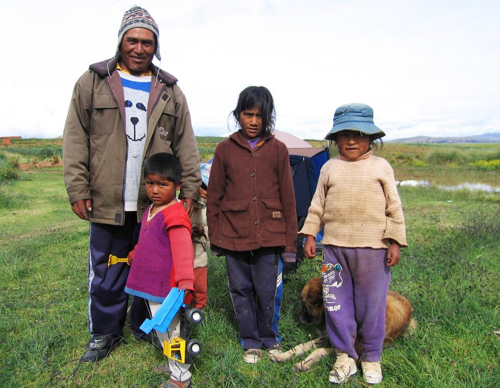 Thomas-Bauer-Suedamerika-bolivianische-Familie-960
